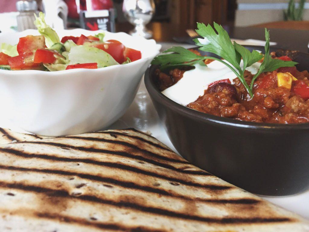 Chili con carne jako lunch w Starej Drukarni
